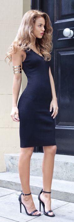 Street style | Chic little black dress, heels, bracelet
