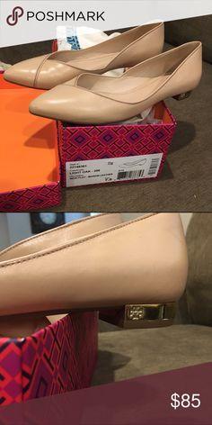 a54160fc9164 Tory Burch shoes Nicki flat in nude 7.5 Tory burch flats with a mini gold  emblem