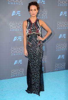 Alicia Vikander au Critic's Choice Awards 2016  Alicia Vikander portait une robe Mary Katrantzou. © Abaca