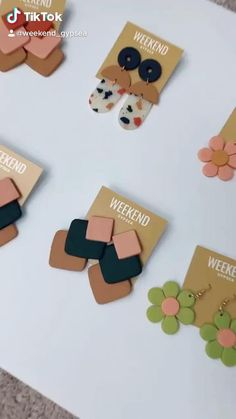 Polymer Clay Projects, Polymer Clay Creations, Polymer Clay Art, Polymer Clay Jewelry, Diy Earrings Easy, Diy Clay Earrings, Clay Keychain, Clay Design, Jewelry Packaging