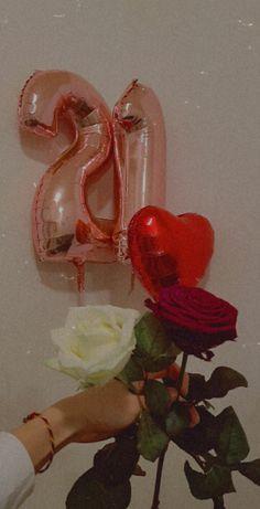 Happy Birthday Cake Images, Happy Birthday Wallpaper, Birthday Pictures, Black Wallpaper Iphone, Iphone Background Wallpaper, Birthday Ideas For Her, Girl Birthday, Birthday Photography, Girl Photography