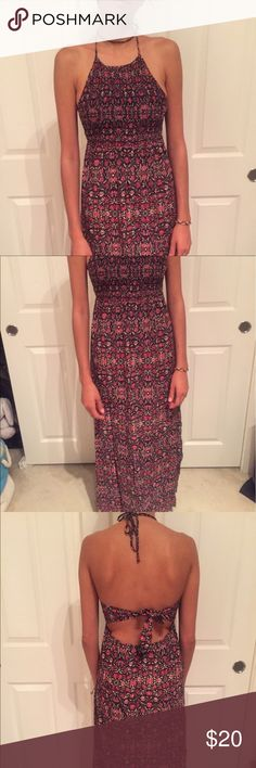 Long summer dress Dress is tied at the top and around the waist. Floor length for me (5'8). Forever 21 Dresses Maxi