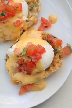This Mexican Eggs Benedict is made with a Chile con Queso instead of Hollandaise sauce! It's super tasty and perfect for breakfast! Egg Recipes, Brunch Recipes, Gourmet Recipes, Mexican Food Recipes, Cooking Recipes, Breakfast Desayunos, Breakfast Dishes, Breakfast Casserole, Breakfast Recipes