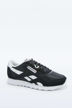 b8383349e5d252 Reebok Classic Black and White Trainers