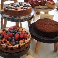 cake risers // cafe // design // coffee shop