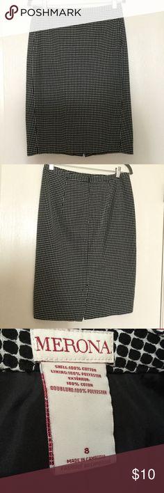 Merona Straight Midi skirt Perfect condition Straight skirt! Super cute pattern too. Measures 25 1/2 inches long Merona Skirts Midi