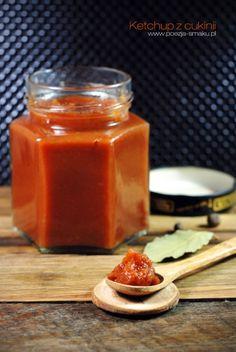 Ketchup z cukinii to świetna alternatywa dla ketchupu typowo pomidorowego - prostsza i równie pyszna. Wyszedł pyszny i przypomniał mi beztroskie dzieciństwo.