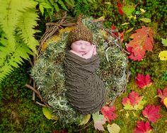 natural outdoor newborn portrait in Fall