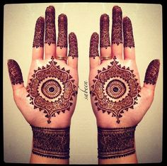 Beautiful detailed bridal henna mendhi