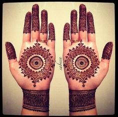 Beautiful detailed bridal henna mendhi