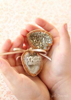 Tiny Treasure Box made from a walnut- tooth fairy? Creative Crafts, Diy And Crafts, Arts And Crafts, Homemade Gifts, Diy Gifts, Walnut Shell Crafts, Theme Noel, Tiny Treasures, Treasure Boxes