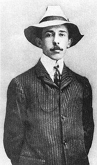 Nascimento 20 de julho de 1873 Palmira (renomeado em sua honra Santos Dumont), Minas Gerais - Brasil)  Morte 23 de julho de 1932 (59 anos) Guarujá, São Paulo .     INVENTOS: Hangar (com portas de correr) 1900 Avião (totalmente autopropelido) 1906 Ultraleve 1907