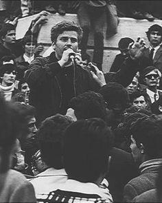 Mayo 68, una revolución fallida que cambió la vida de generaciones  // Imagen (archivo El Mundo): Daniel Cohn-Bendit, dirigiéndose a la multitud.