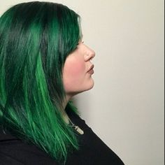 Hair Dye - Easy Tips To Help You Style Your Hair Beautifully Green Hair Streaks, Green Hair Dye, Dark Green Hair, White Hair, Hair Dye Brush, Fox Hair Dye, Side Braid Hairstyles, Cool Hairstyles, Scene Hairstyles