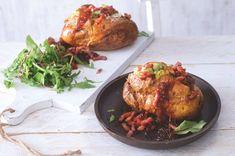 Pečené brambory s karamelizovanou cibulkou   Apetitonline.cz Tandoori Chicken, Turkey, Meat, Ethnic Recipes, Food, Turkey Country, Essen, Meals, Yemek