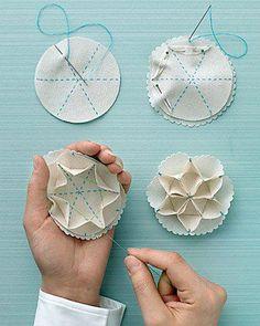 Natal DIY Easy Sew Snowflake Ornament by Martha Stewart Felt Crafts, Fabric Crafts, Sewing Crafts, Sewing Projects, Diy Crafts, Sewing Ideas, Snowflake Ornaments, Diy Christmas Ornaments, Origami Christmas