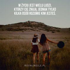 """""""W życiu jest wielu ludzi, którzy Cię znają. Jednak tylko kilka osób rozumie kim jesteś"""".   #rosnijwsile #blog #rozwój #motywacja #sukces #siła #pieniądze #biznes #inspiracja #sentencje #myśli #marzenia #szczęście #życie #pasja #aforyzmy #quotes #cytat #cytaty  #field #fiends #friendship #pole #przyjaźń #przyjaciele Friendship Quotes, Wise Words, Texts, Best Friends, Love You, Wisdom, Positivity, Relationship, Humor"""