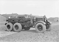 Scammell Pioneer, 6 x Artillery Tractor. Vintage Tractors, Old Tractors, Vintage Trucks, Classic European Cars, Classic Trucks, Army Vehicles, Armored Vehicles, New Tractor, Old Lorries