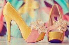 Amarillo y flor