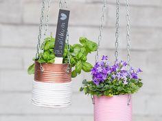 DIY-Anleitung: Upcycling DIY - Blumenampeln aus Konservendosen selber machen via DaWanda.com