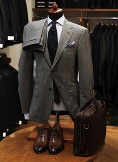 traje gris tweed combinaciones | Kostym från Caruso, skor Santoni.