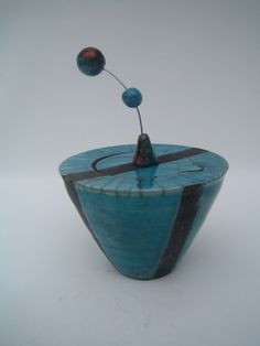 boite conique verte cuisson raku : Art céramique par rakucreation
