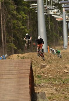 Down Hill biking at Lipno Nad Vltavou. Pro Cycling, Cycling Bikes, Big Country, Bike Trails, Extreme Sports, Plein Air, Cool Bikes, Mountain Biking, Mtb Downhill