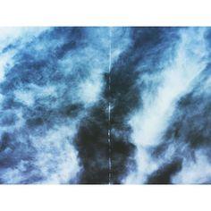 Las nubes están en plena fase de divorcio y como ninguna de ellas quiere irse del cielo han decidido poner una línea de separación y cada una vivirá en su parte del firmamento  // #clouds #cloud #cloudporn #weather #lookup #sky #skies #skyporn #cloudy #instacloud #instaclouds #instagood #nature #beautiful #gloomy #skyline #horizon #instasky #epicsky #crazyclouds #photooftheday #cloud_skye #skyback #insta_sky_lovers #iskyhub #skypainters #love #vsco #vscocam #sevilla by hello.pic