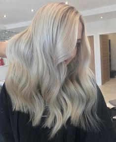 Blonde hair, balayage hair blonde, blonde highlights, light hair, b Blonde Hair Makeup, Balayage Hair Blonde, Blonde Highlights, Elizabeth Gutierrez, Light Blonde Hair, Light Hair, Lose Waves Hair, Regrow Hair Naturally, Creamy Blonde