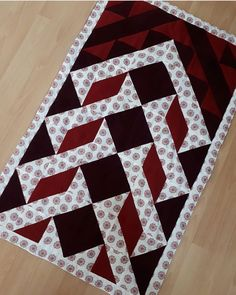 Layer Cake Quilt Patterns, Layer Cake Quilts, Quilt Block Patterns, Pattern Blocks, Quilt Blocks, Ramadan Crafts, Cement Crafts, Quilted Table Runners, Quilt Stitching