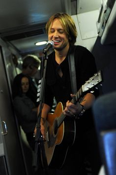 Keith Urban - International Superstar Keith Urban Performs Surprise Concerts For Commuters At NYC And Philadelphia Amtrak Stations