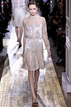 See the complete Valentino Spring 2011 Couture collection.