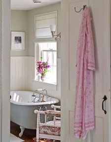The master bath features a claw-foot tub that came with the house and a white-painted English spool chair with an upholstered seat and arms.Read more: Colonial Farmhouse Decor - Rhode Island Farmhouse Tour - Country Living Baños Shabby Chic, Ideas Hogar, Granny Chic, Farmhouse Design, Farmhouse Decor, Farmhouse Lighting, Farmhouse Interior, Vintage Farmhouse, Beautiful Bathrooms