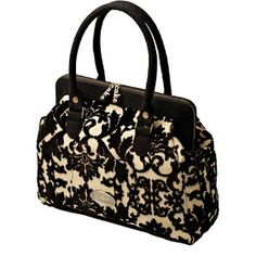 Since it wouldn't really make much sense for me to splash out on a new handbag, I've been perving on...wait for it...diaper bags. There are...