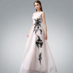 Piękne Sukienki Wieczorowe 2017 Rumieniąc Różowy Princessa Długie Wycięciem Bez Rękawów Bez Pleców Aplikacje Kwiat Sukienki Wizytowe