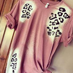 Monogram T Shirts, Vinyl Shirts, Personalized Shirts, Bleach Shirt Diy, Diy Shirt, Bleach Dye, Fall Shirts, Cute Shirts, Acid Wash Shirt