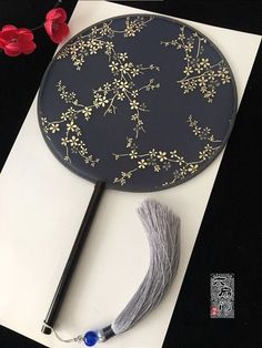 Chinese Ornament, Antique Fans, Chinese Fans, Diy Fashion, Asian Fashion, Art Of Seduction, Diy Fan, Magical Jewelry, Hanfu
