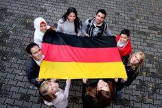 Los inmigrantes en Alemania son muy diversidad. Los inmigrantes son de muchos paises y religiones diferentes.