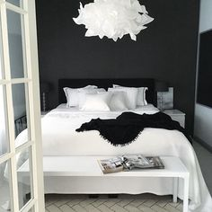 27 Fabulous Black And White Bedroom Design Ideas For Your Minimalist Home - Bedroom Ideas - Bedroom Home Decor Bedroom, White Bedroom, Bedroom Interior, Minimalist Bedroom, White Bedroom Design, Small Bedroom, White Home Decor, Home Decor, Luxurious Bedrooms
