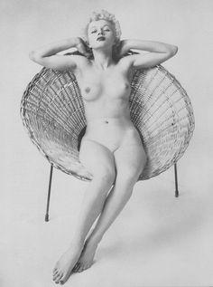 Girl naked pic