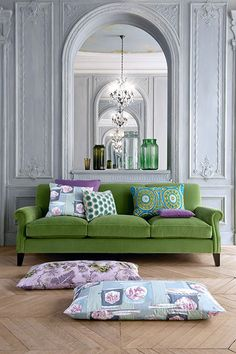 This green couch is such a breath of fresh air (via Home-styling.blogspot)