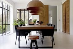 Around and around the Appelboom - HOOG.design - Exclusive living inspiration in the United Kingdom Dining, Kitchen Room, Dining Corner, Living Room Interior, Interior Design Dining, Home Kitchens, Interior Design Living Room, Dining Table Design, Kitchen Design