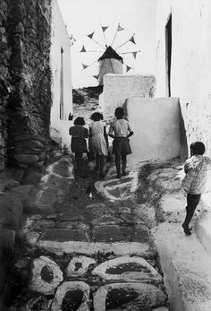 David Seymour - The Island of Mykonos. The archipelago of Cyclades. Mykonos Island, Mykonos Greece, Santorini, Old Time Photos, Photos Du, Greece Pictures, Old Pictures, Vintage Photography, Street Photography