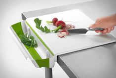 Cutting Board With Collapsible Bin from The Gadget Flow. Saved to Awesome Gadgets. Kitchen Hacks, Kitchen Tools, Kitchen Gadgets, Kitchen Stuff, Kitchen Products, Kitchen Ideas, Kitchen Utensils, Funky Kitchen, 50s Kitchen