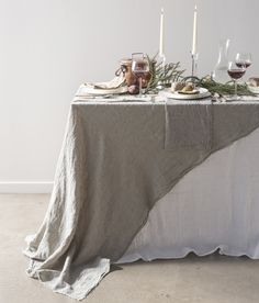 Setting the Christmas table with luxurious pure table linen