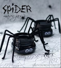 Spider Mason Jars for Halloween. Halloween in Mason Jars Craft Ideas
