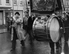 A flautist and lambeg drummer marching with their Orange Lodge in Belfast, Northern Ireland, to celebrate the victory of William III over James II in 1690 and to re-affirm their loyalty to the king and empire. (Photo by Fox Photos/Getty Images). Northern Ireland Troubles, Orange Order, Prince Of Orange, Purple And Black, Black And White, York Street, Remembrance Day, Black White Photos, Belfast