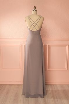 Gray fitted gown with silver beading - Robe longue grise avec perles argentées