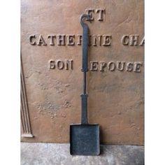 À vendre chez https://www.plaque-de-cheminee.fr/pelle-ancienne-de-cheminee.html