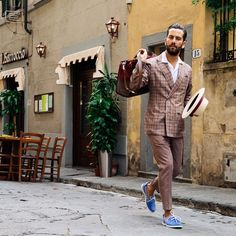 Just like every italian dandy in the scenic streets of Florence. #Pitti #PU88